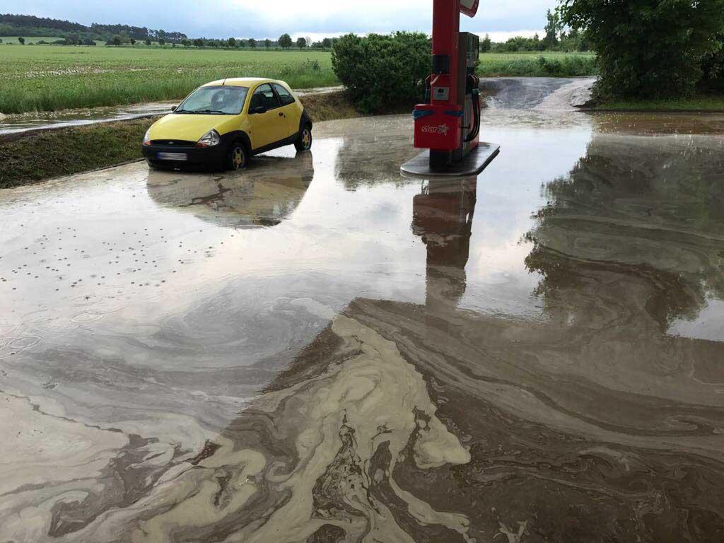 Alarm H1 Überflutung Tankstellengelände Bundesstraße 6 Haverlah nach Starkregen
