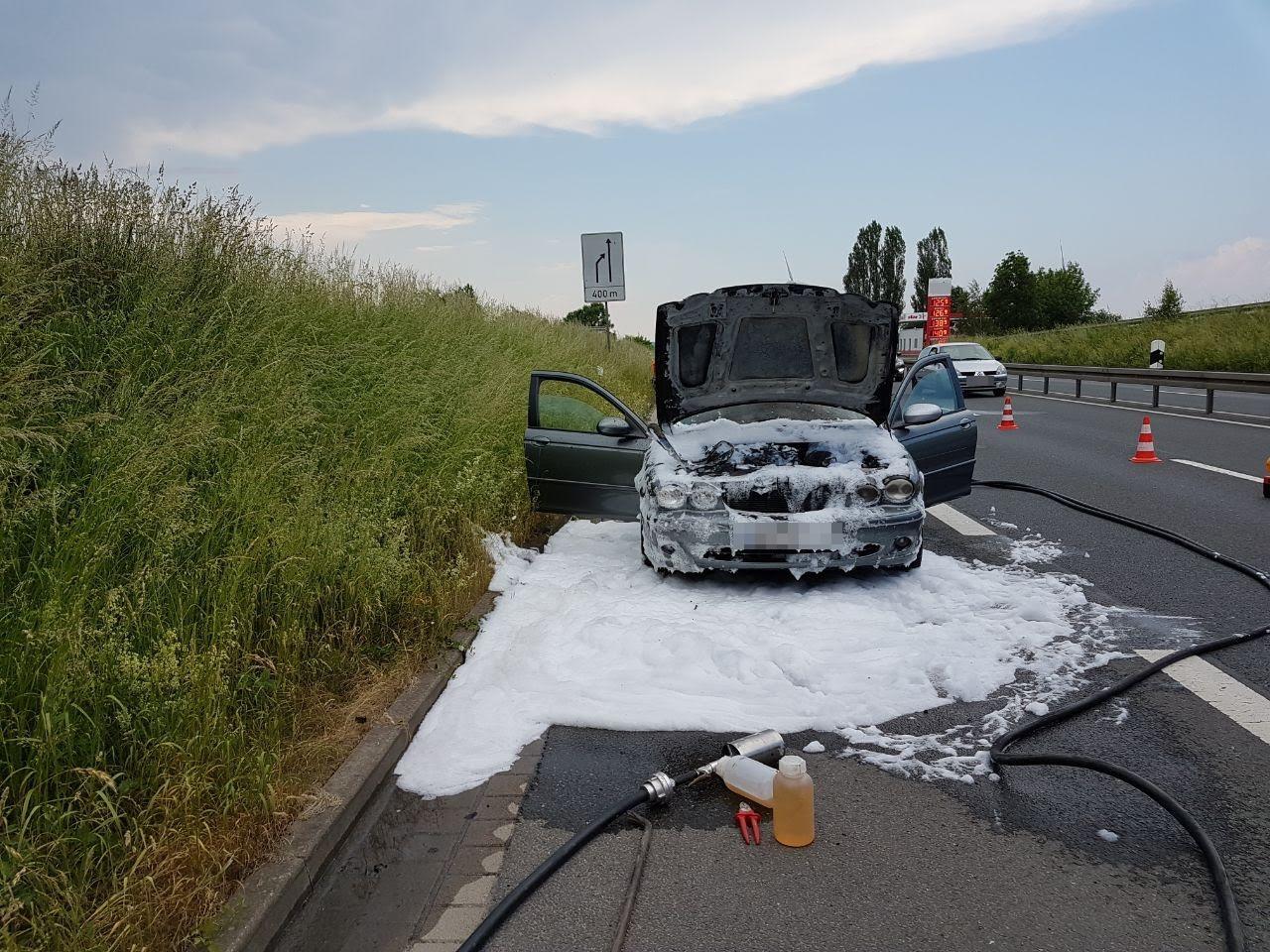 Alarm F1W / PKW Brand auf der Bundesstraße 6